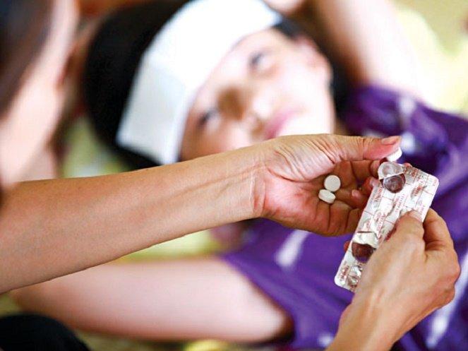 Cha mẹ cần sử dụng thuốc hạ sốt cho trẻ đúng cách.