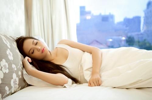 Giảm đau nhức xương khớp bằng tư thế ngủ đúng cách