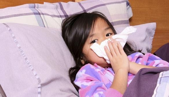 Trẻ bị cúm cần được chăm sóc kịp thời